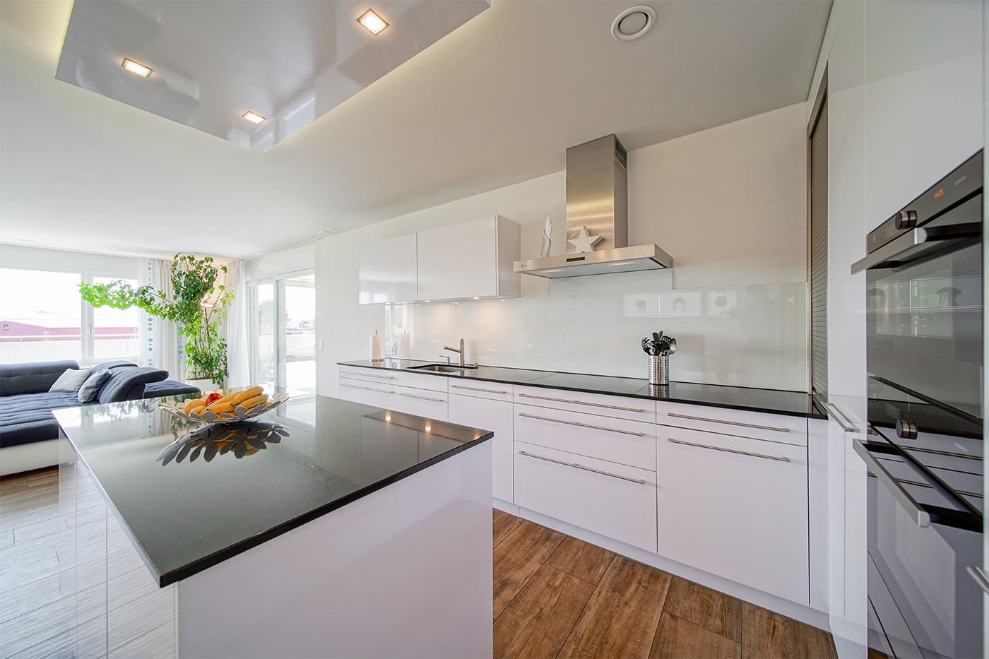 Küche in moderner Terrassenwohnung